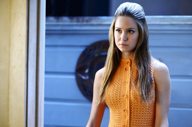 inherentvice-katherinewaterston-orange dress